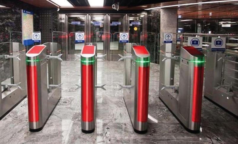 Стикеры на турникетах Московского метро