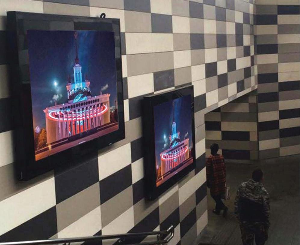 Видеореклама в переходах метро