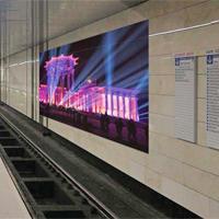 Реклама на путях в метро