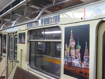 стикеры в вагонах метро
