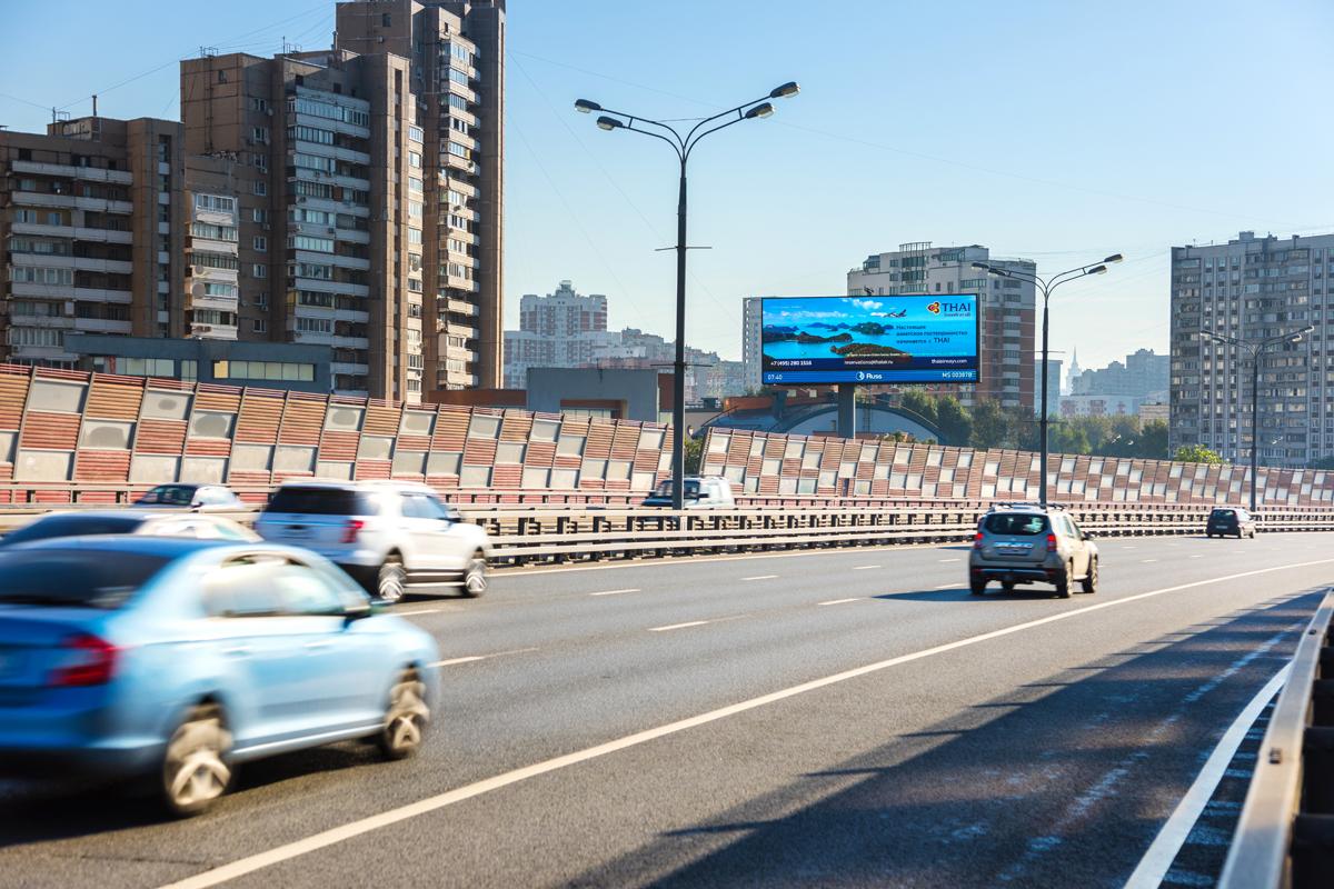 Реклама на проспекте Маршала Жукова