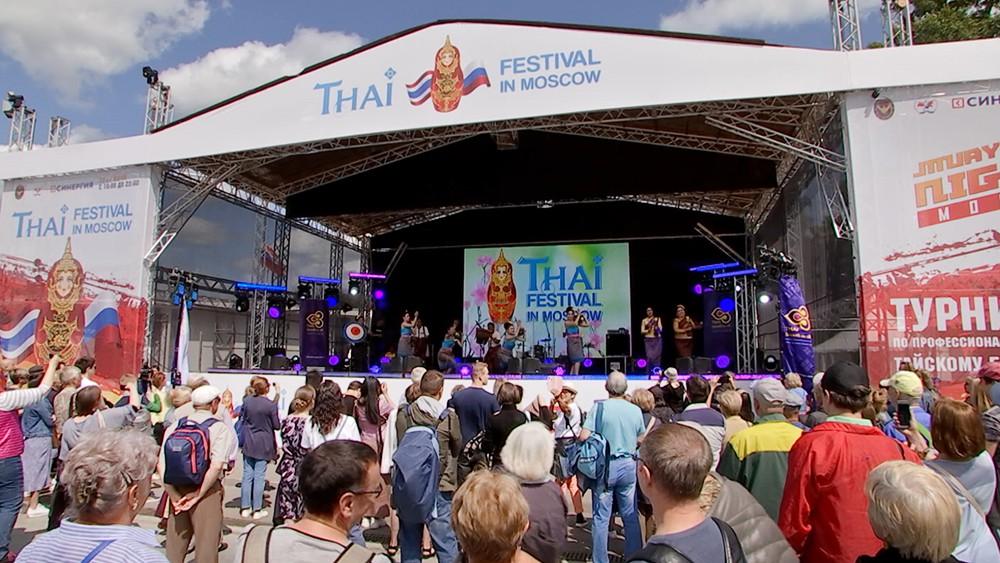 Праздничное представительство Thai Airways на фестивале